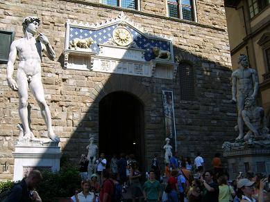 statues naer the entrance of Palazzo Vecchio